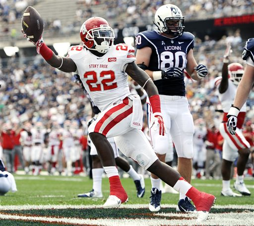 Stony Brook Defensive Back Naim Cheeseboro vs. UConn (via Associated Press)