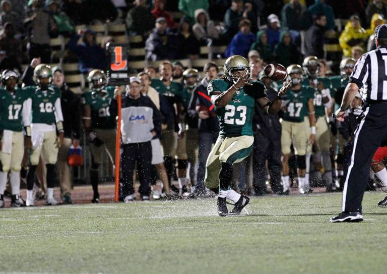Kendell Anderson bobbles the ball before corralling it and sprinting into the end zone. [Photo: tribeathletics.com]