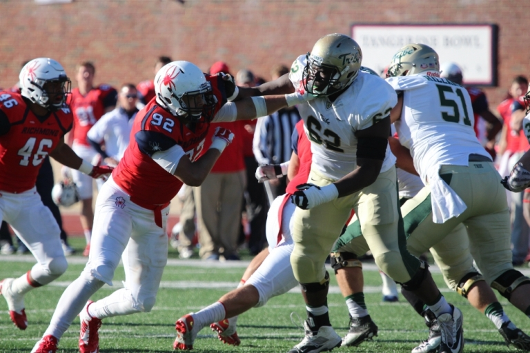 W&M didn't do a good job along the offensive and defensive lines the first time around against the Spiders. [photo: the Collegian]