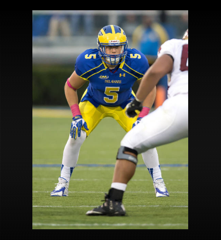 #5 Charles Bell is a menacing force in the middle of the field. Having accrued 4.5 tackles for loss, he knows how to get past Offensive Linemen. [photo: bluehens.com]