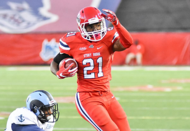 Senior RB Stacey Bedell currently boasts the 6th most rushing yards (620) and 2nd most rushing TDs (10) in the CAA. [photo: stonybrookathletics.com]